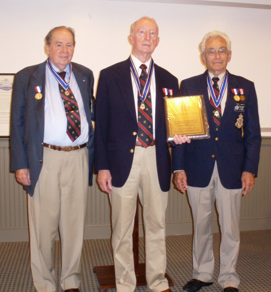 Hartman-receives-wall-plaque