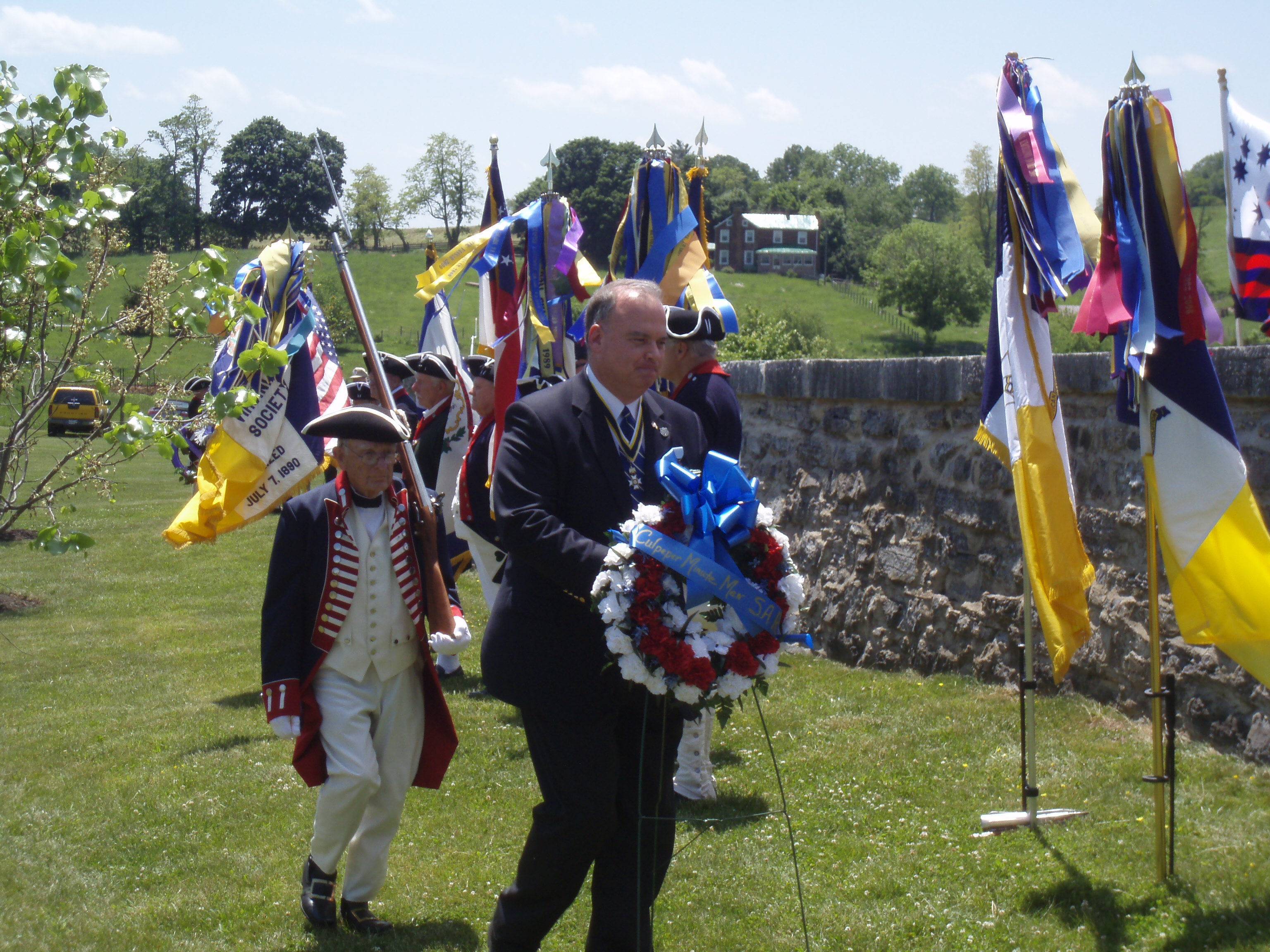Culpeper Minute Man SAR Chapter President lays wreath